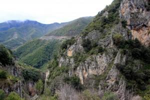 Bergen en rotspartijen in het zuiden